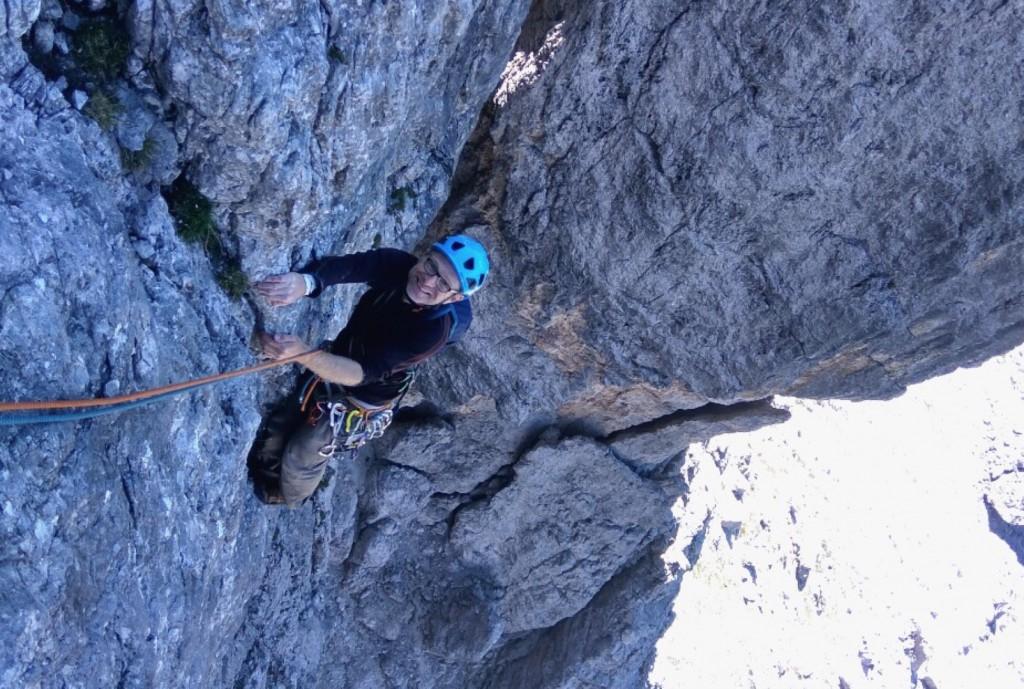 Stephan im Riss der vierten Länge bei einer der ersten Wiederholungen (Foto von Hansjörg Mair)